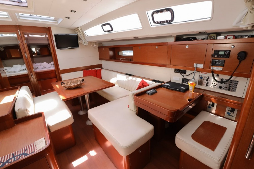 Rental Sailboat in Lávrio - Bénéteau Oceanis 50 Family