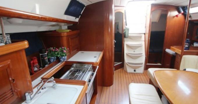 Rental yacht Mindelo - Bénéteau Oceanis 393 on SamBoat