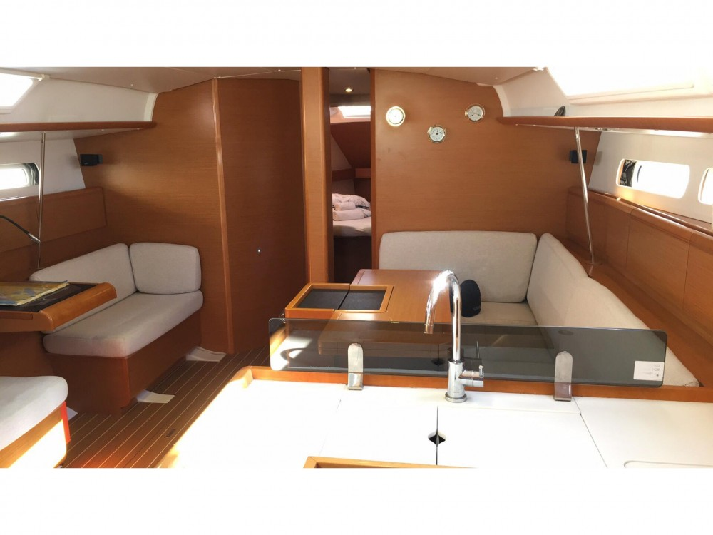 Rental Sailboat in Laurium - Jeanneau Sun Odyssey 439