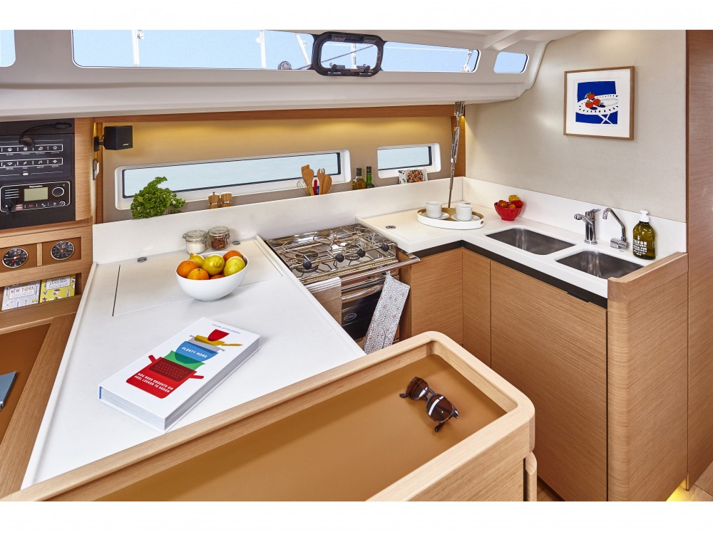 Jeanneau Sun Odyssey 440 / 4 cabins between personal and professional Pula