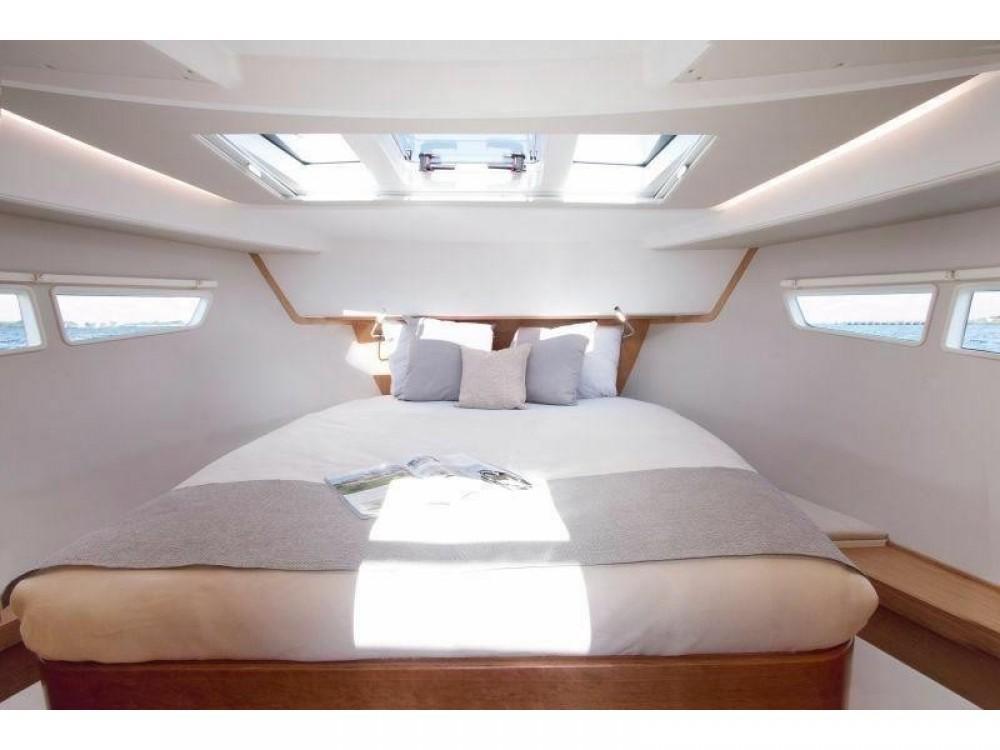 Rental yacht Marina Gouvia - Sealine Sealine C330 on SamBoat