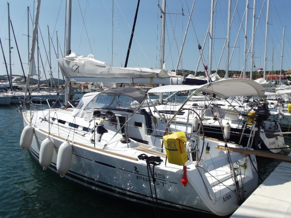 Boat rental Murter cheap First 35