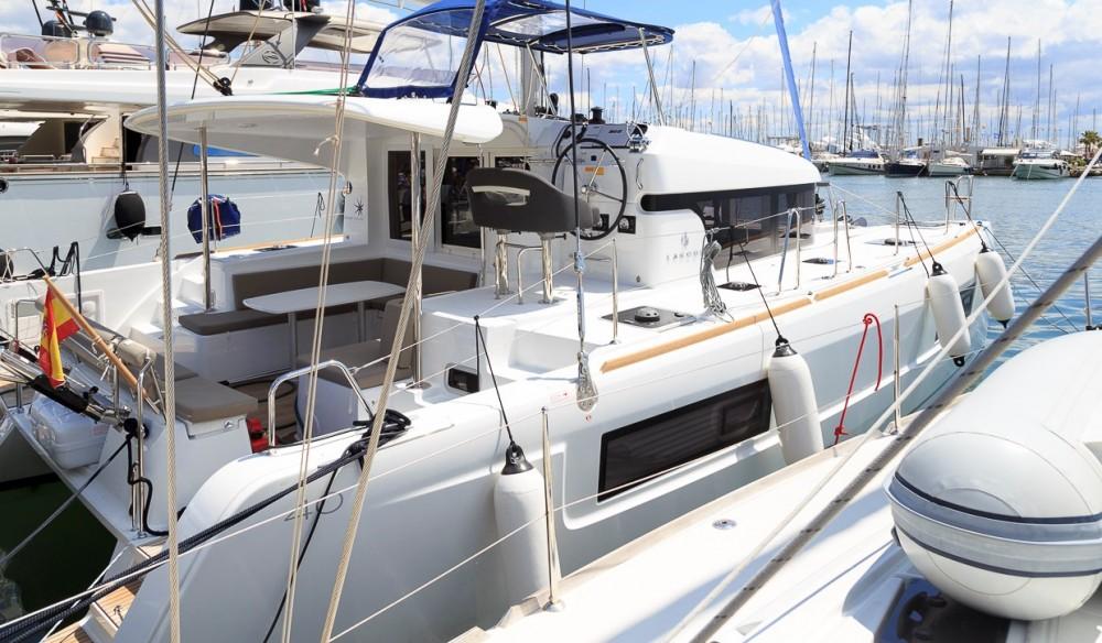Rental yacht Marina Naviera Balear - Lagoon Lagoon 40 on SamBoat
