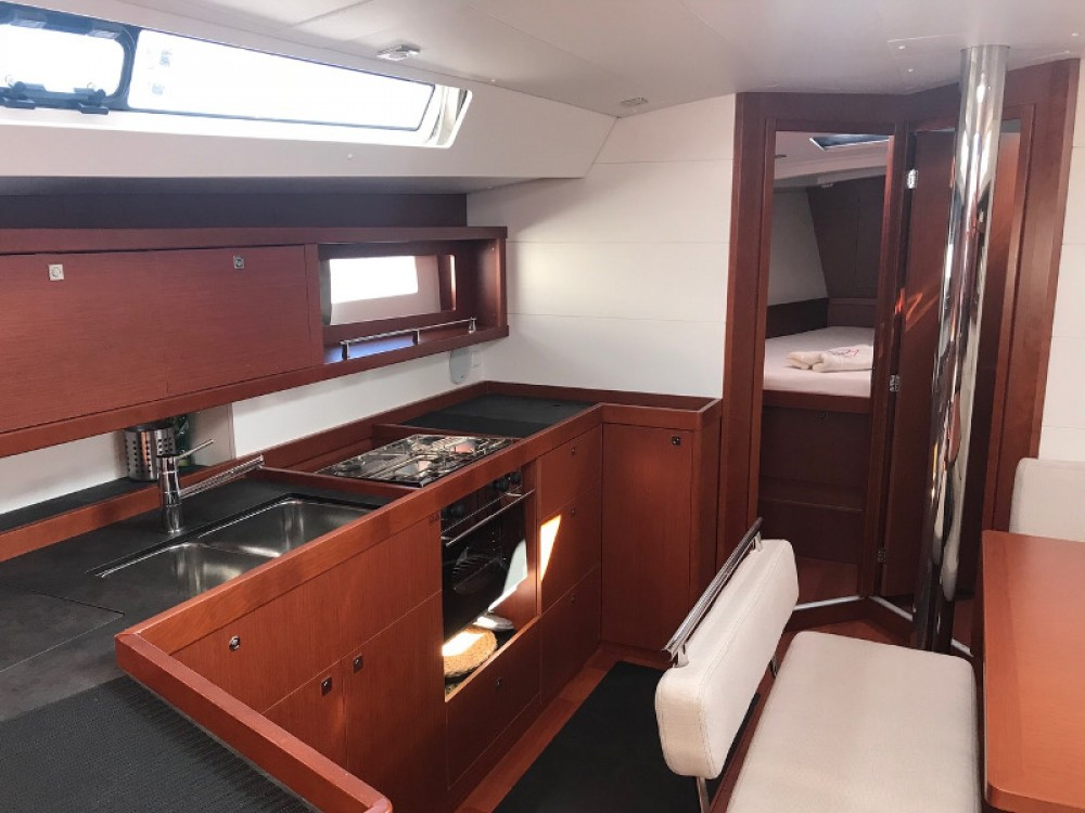 Bénéteau Oceanis 45 between personal and professional