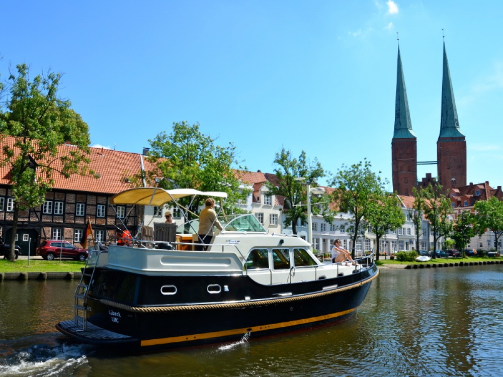 Hire Motor boat with or without skipper Linssen Lübeck