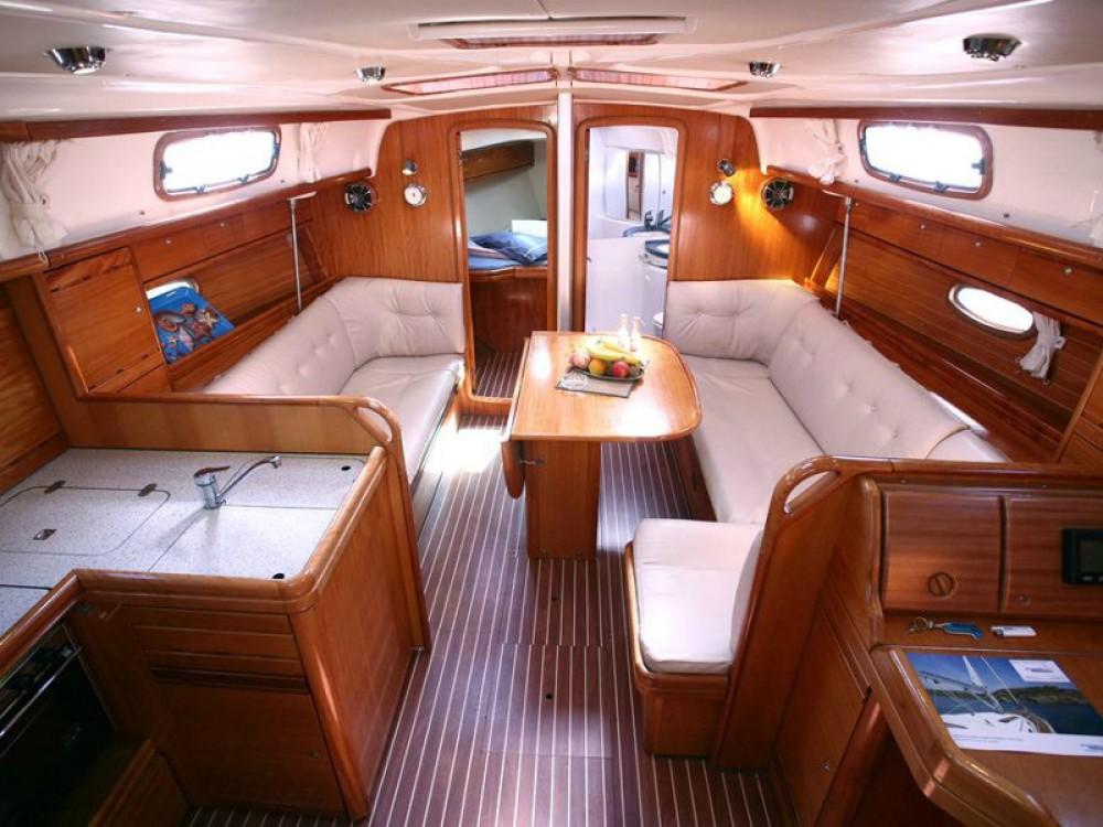 Boat rental Bavaria Bavaria 37 C in Kontokali on Samboat