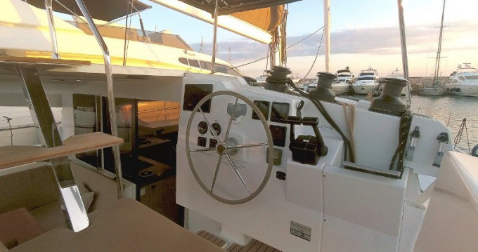 Hire Catamaran with or without skipper Fountaine Pajot Porto de Portimao