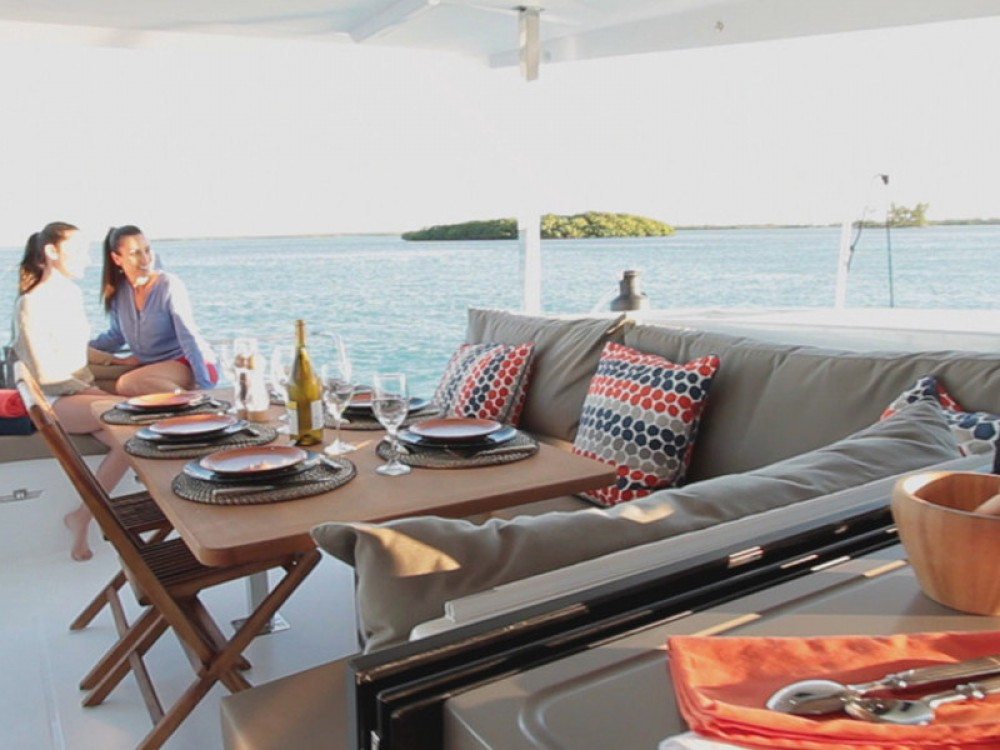 Rental yacht Portimão - Fountaine Pajot Lucia 40 on SamBoat
