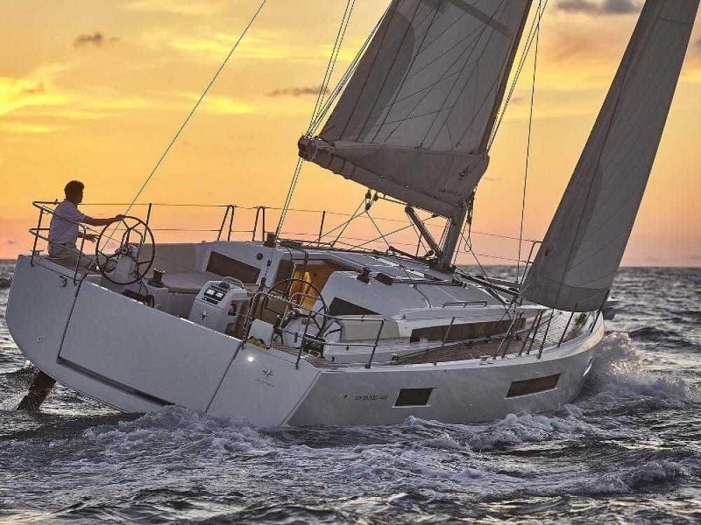Boat rental Jeanneau Sun Odyssey 440 in Portimão on Samboat