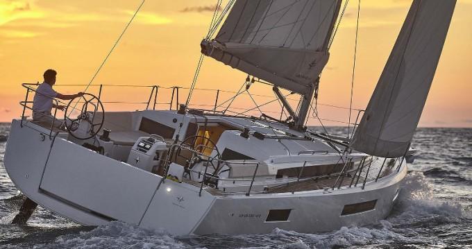Rental yacht Porto de Portimao - Jeanneau Sun Odyssey 440 on SamBoat