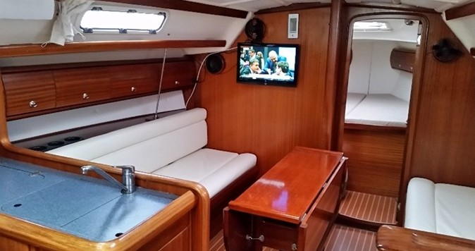 Bavaria Bavaria 36 (Owner's version) between personal and professional Volos