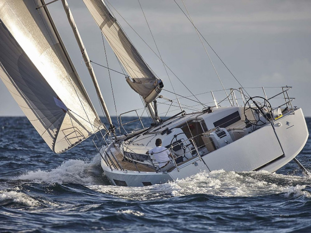 Sailboat for rent Portimão at the best price