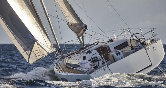 Boat rental Jeanneau Sun Odyssey 440 in Porto de Portimao on Samboat