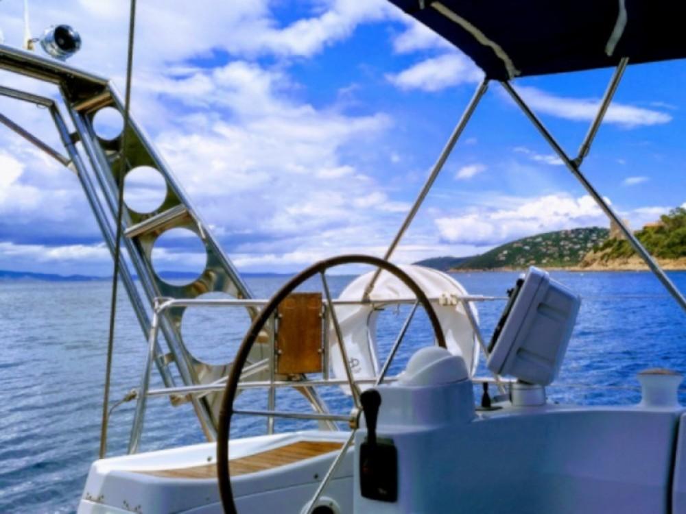 Boat rental Feeling Feeling 546 in Marseille on Samboat