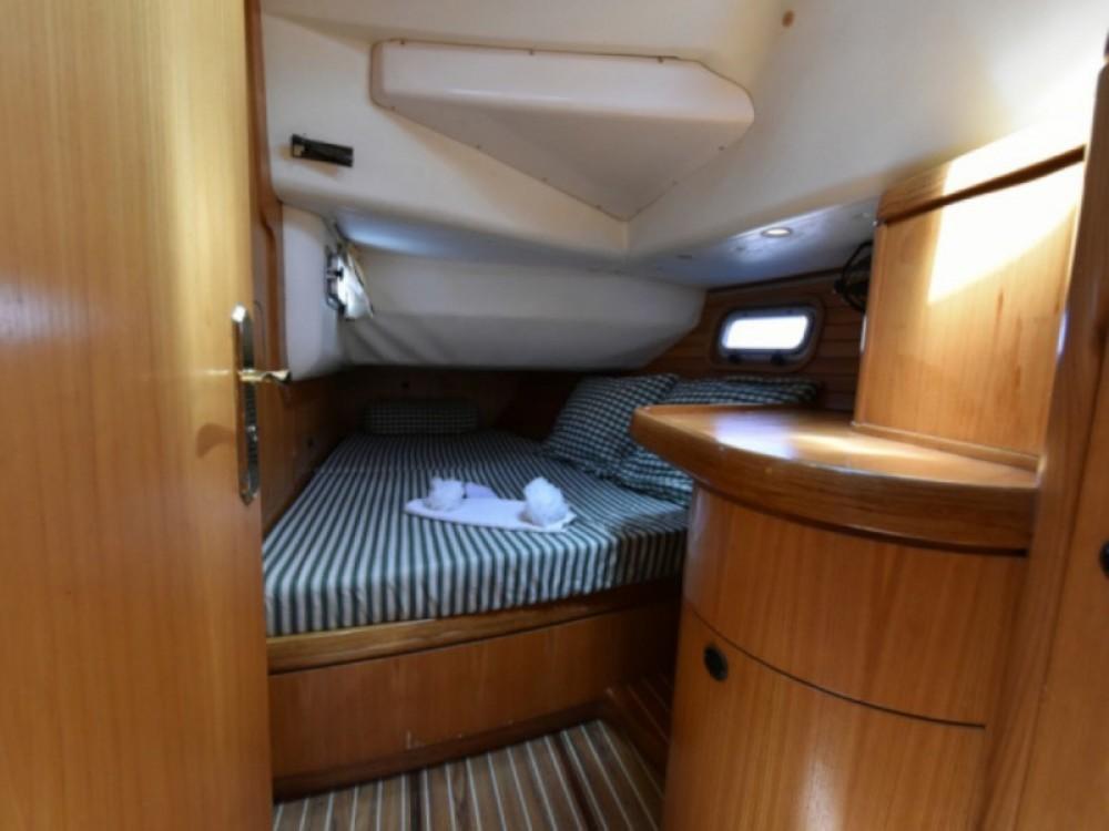 Rental yacht Marseille - Feeling Feeling 546 on SamBoat