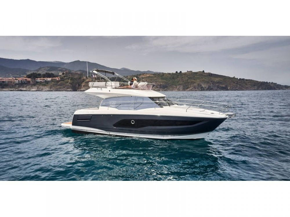 Rental Motorboat in Palma - Jeanneau Prestige 420 New