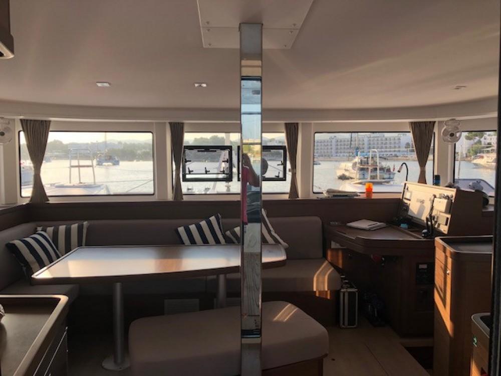 Rent a Lagoon Lagoon 42 Version 3 Cabinas Full Equipe Sant Antoni de Portmany