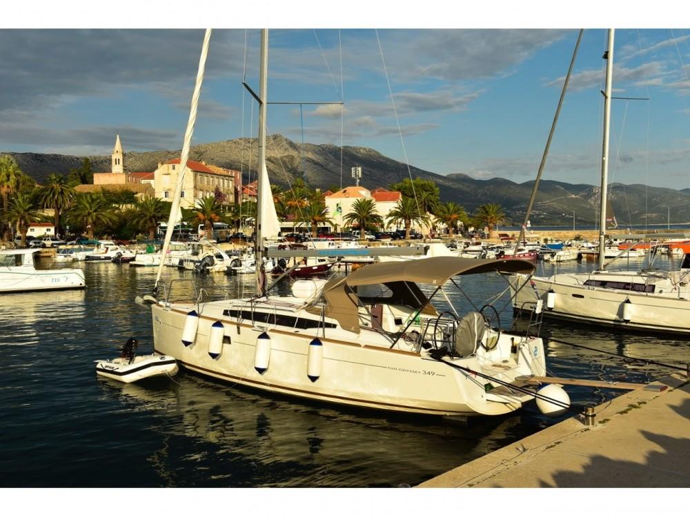 Rental Sailboat in Ploče - Jeanneau Sun Odyssey 349