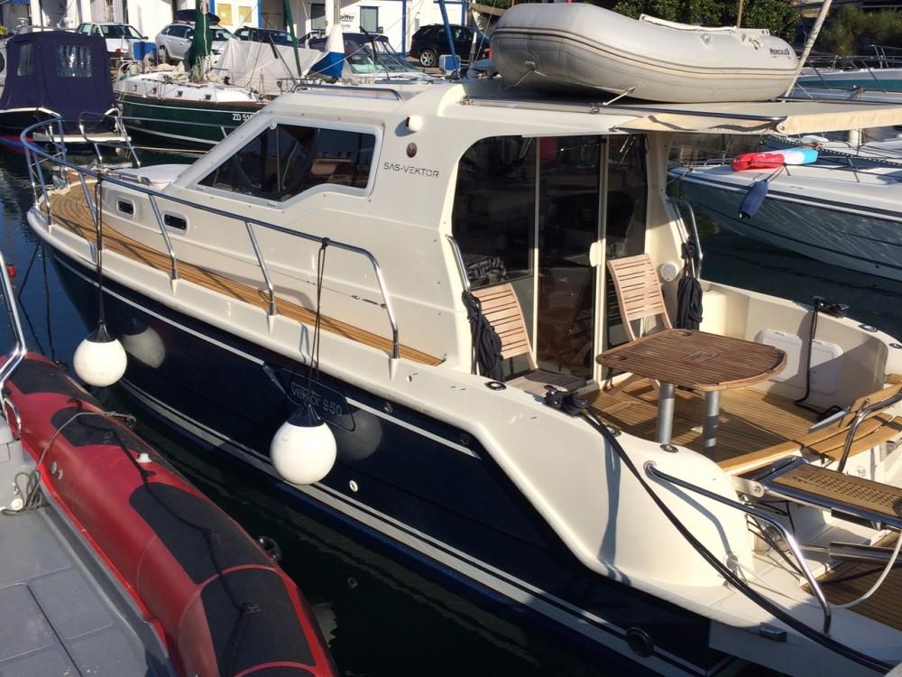 Hire Motor boat with or without skipper Sas Vektor Marina Zadar