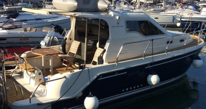 Sas Vektor Vektor 950 between personal and professional Zadar