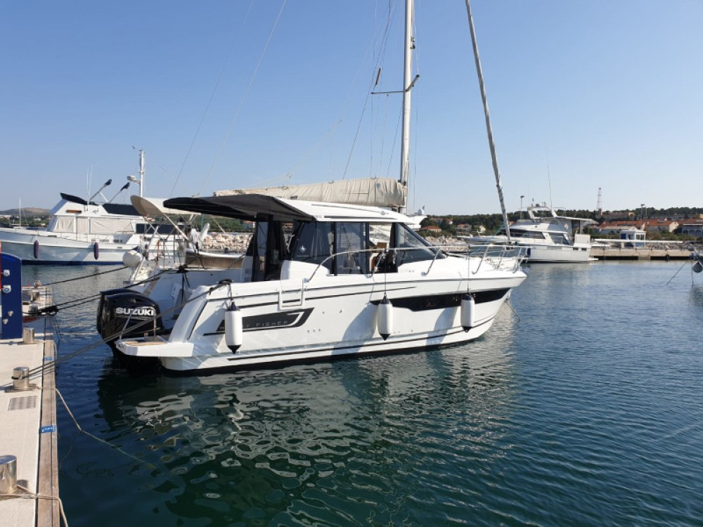 Jeanneau Merry Fisher 895 between personal and professional Grad Zadar