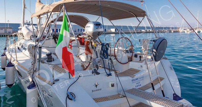Hire Sailboat with or without skipper Jeanneau Capo d'Orlando