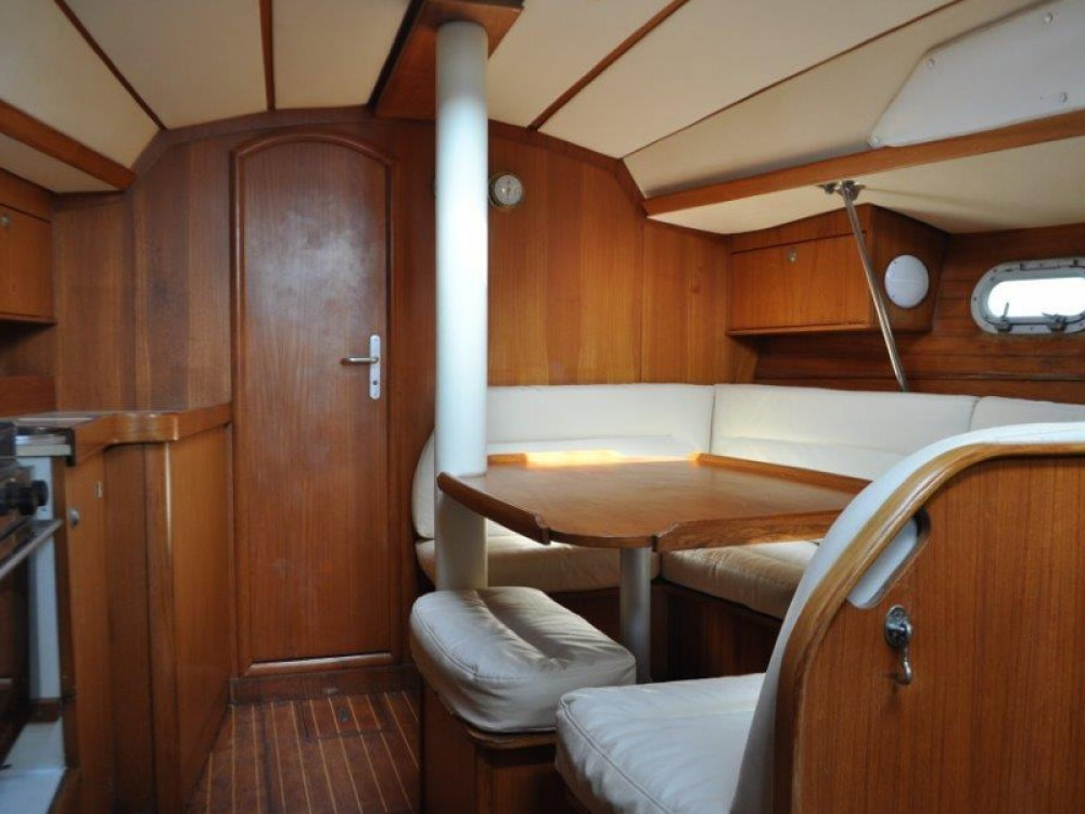 Jeanneau Sun Odyssey 33 between personal and professional Álimos