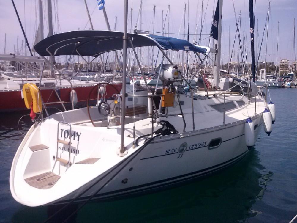 Rental yacht Álimos - Jeanneau Sun Odyssey 33 on SamBoat