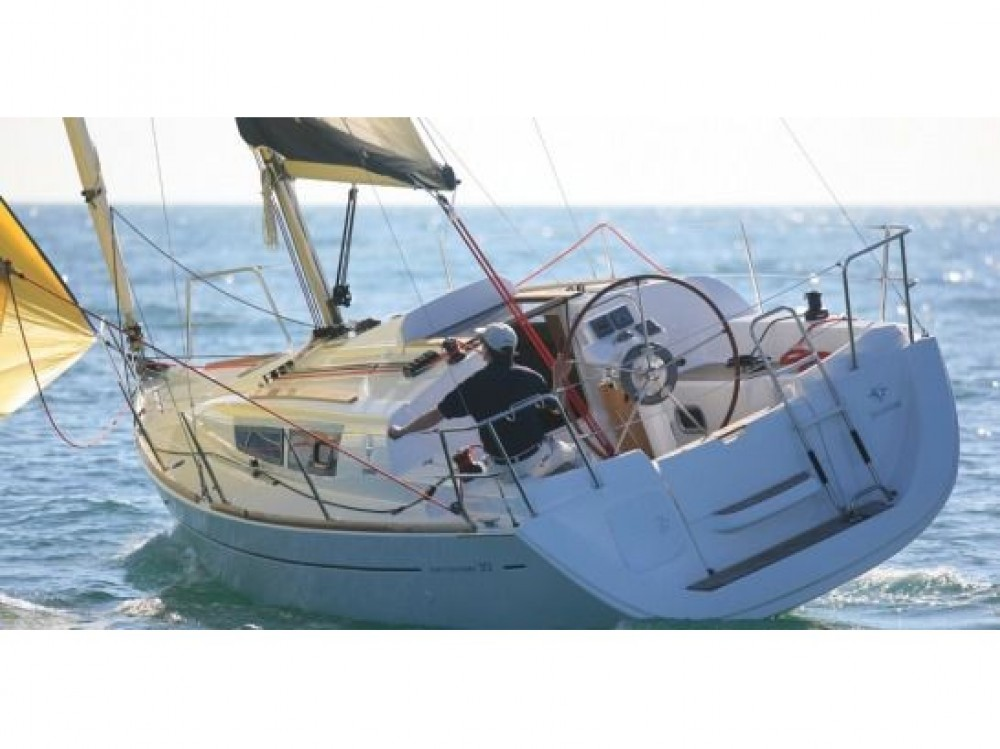 Hire Sailboat with or without skipper Jeanneau Izola / Isola