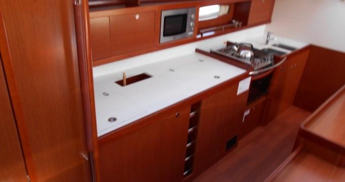 Boat rental Bénéteau Oceanis 50 Performance in Alimos on Samboat