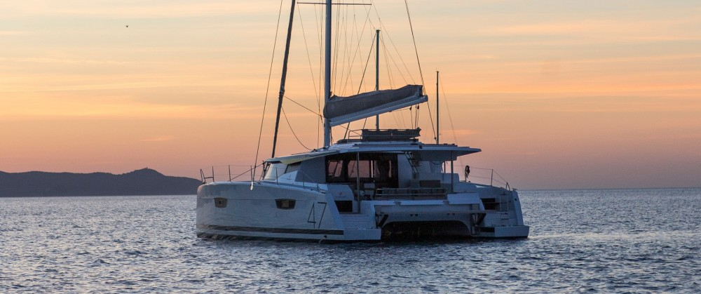 Hire Catamaran with or without skipper Fountaine Pajot Alimos Marina