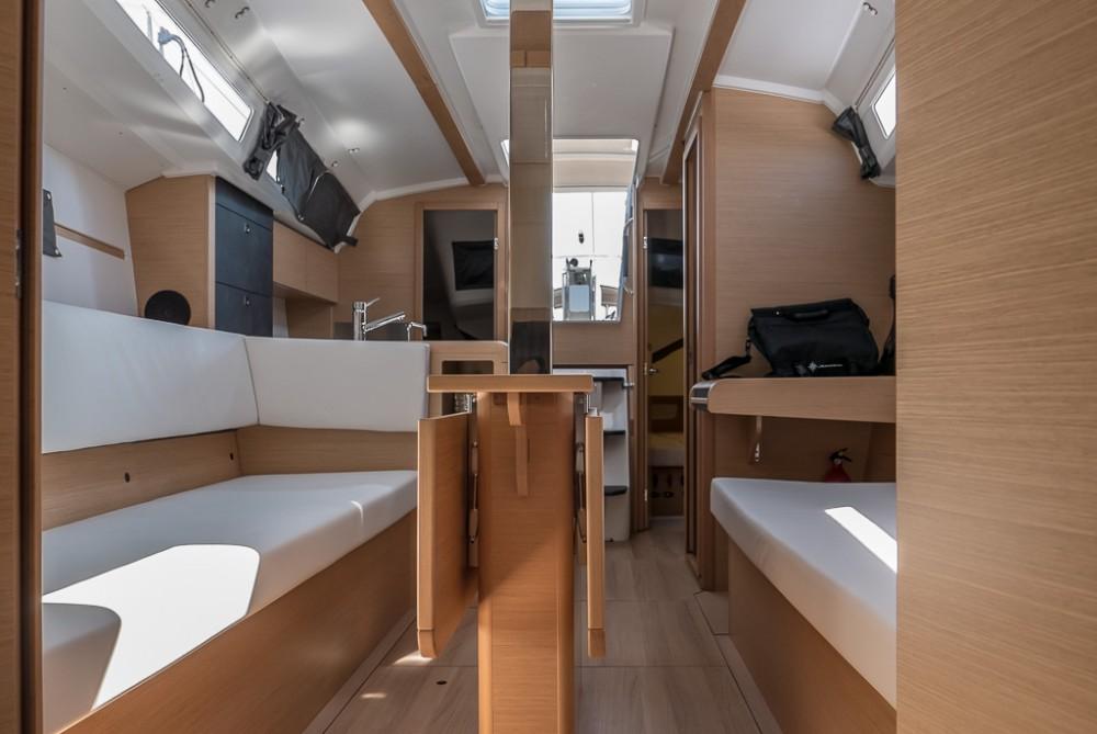 Rental Sailboat in San Vincenzo - Jeanneau Sun Odyssey 349