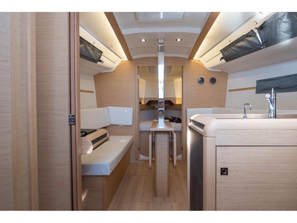 Boat rental Jeanneau Sun Odyssey 349 in San Vincenzo on Samboat