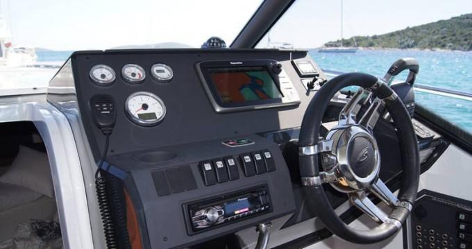 Boat rental Grandezza Grandezza 27 OC in Trogir on Samboat