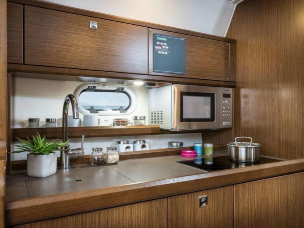 Boat rental Bavaria Bavaria S32 Open in Trogir on Samboat