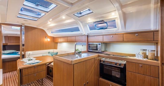 Boat rental Bavaria Bavaria 37 '15 in Sukošan on Samboat