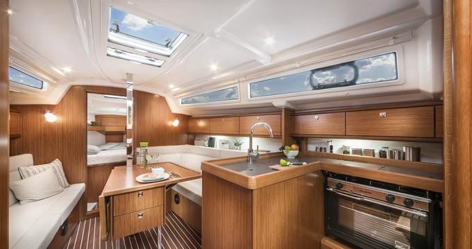 Boat rental Bavaria Bavaria 34 '17 in Sukošan on Samboat
