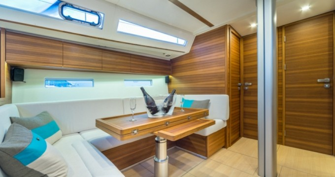 Sailboat for rent Porto Lotti at the best price