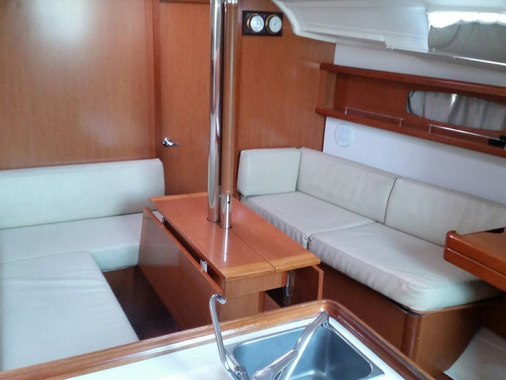 Rental Sailboat in Alimos Marina - Bénéteau Oceanis 37