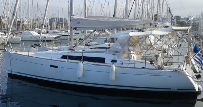 Rental Sailboat in Alimos - Bénéteau Oceanis 37