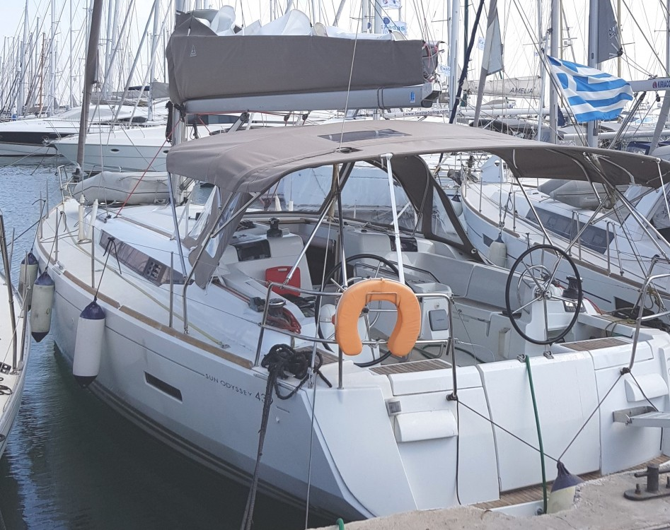 Rental Sailboat in Álimos - Jeanneau Sun Odyssey 439