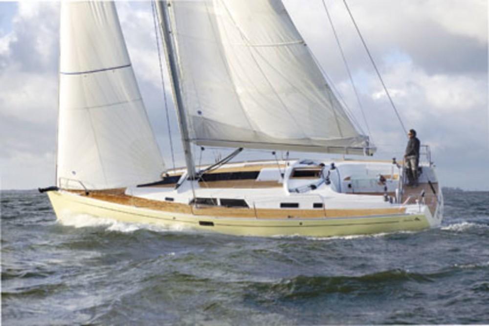 Rental Sailboat in Álimos - Hanse Hanse 430