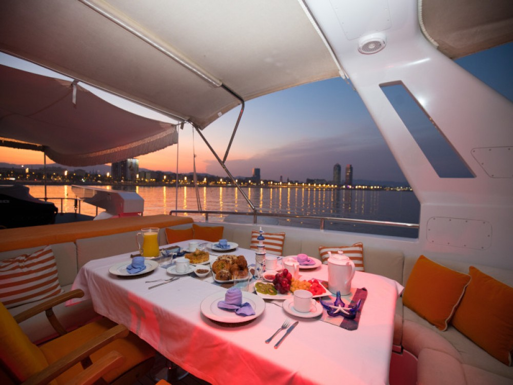 Hire Yacht with or without skipper