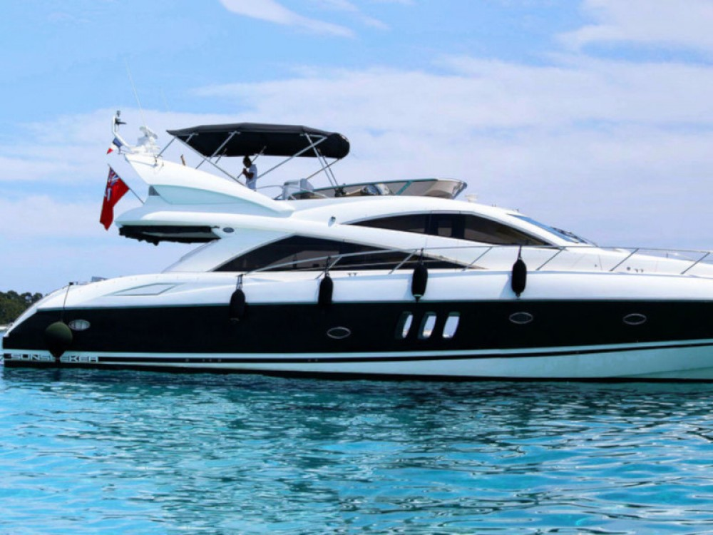 Boat rental Sunseeker Sunseeker Manhattan 52 in Catalonia on Samboat