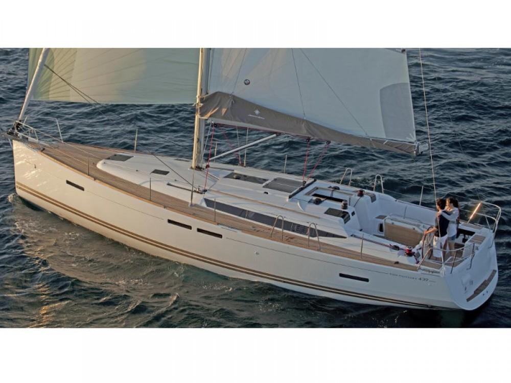 Rental Sailboat in Unity - Jeanneau Sun Odyssey 439