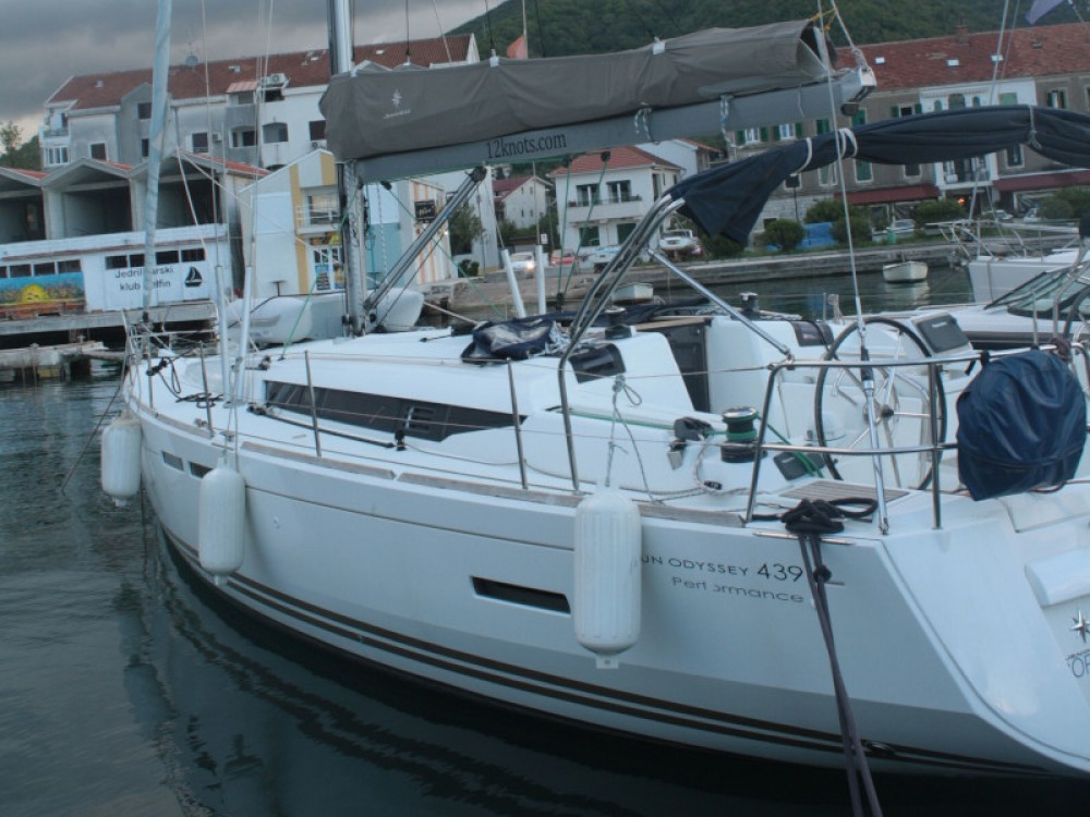 Hire Sailboat with or without skipper Jeanneau Unity