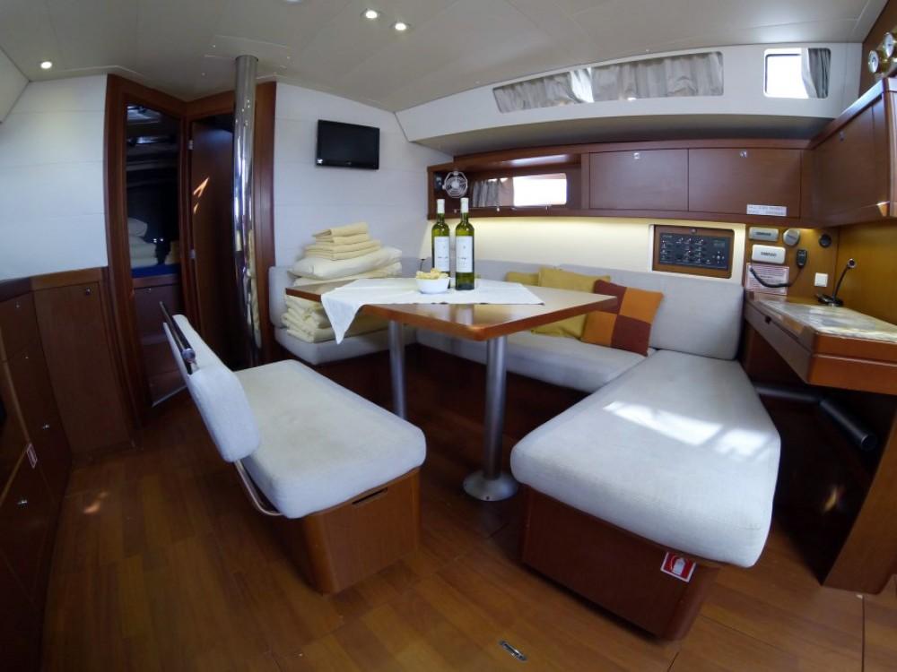 Boat rental Bénéteau Oceanis 45 in Šibenik on Samboat