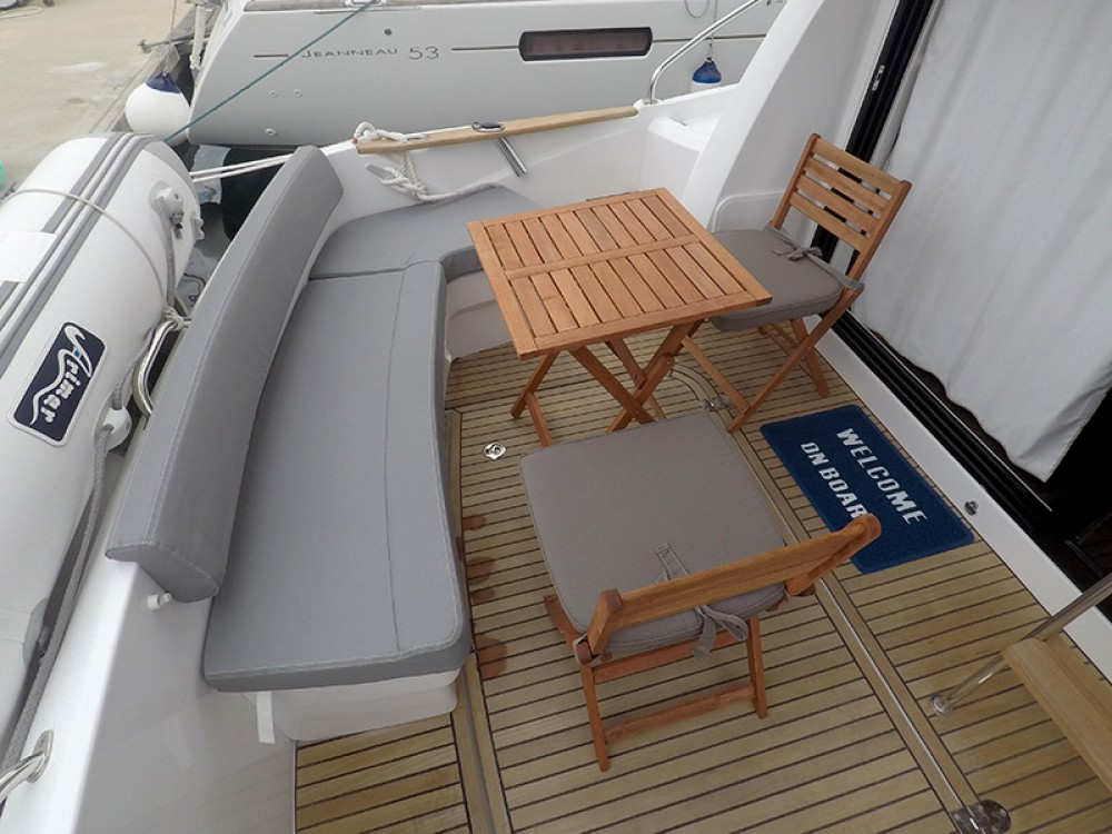 Boat rental  cheap Beneteau Antares 36