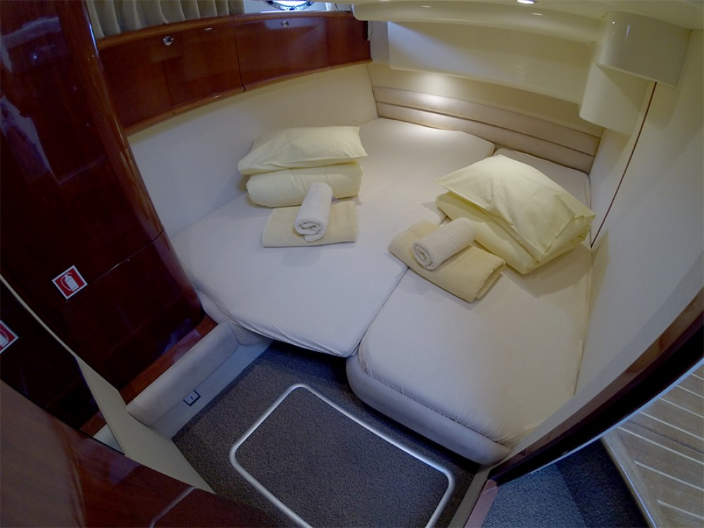 Rental yacht Šibenik - Fairline Fairline Phantom 40 on SamBoat