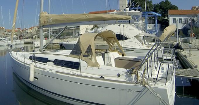 Rental Sailboat in Šibenik - Dufour Dufour 335 GL